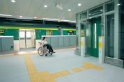 地下鉄七隈線のUDデザイン